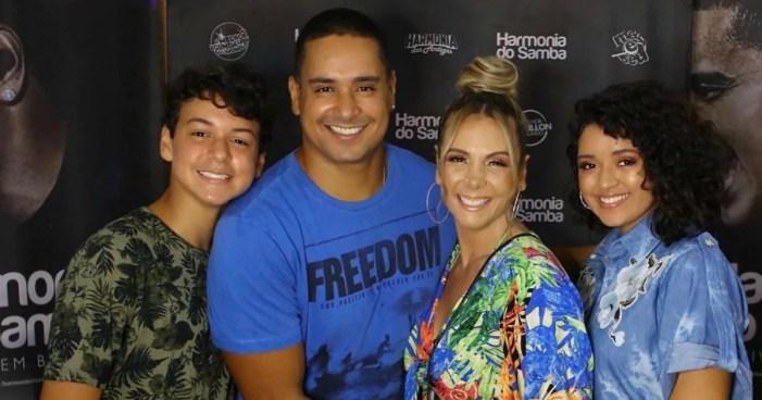 Carla Perez e sua família (Foto: Reprodução)