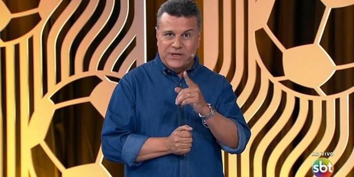 O narrador Téo José em transmissão da Libertadores no SBT (Foto: Reprodução/SBT)