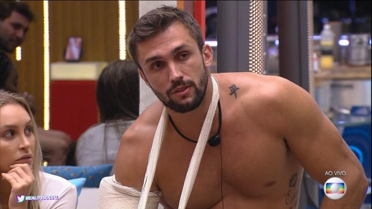 Arthur sofre problema grave e vai para hospital fora do BBB21. (Foto: Reprodução)