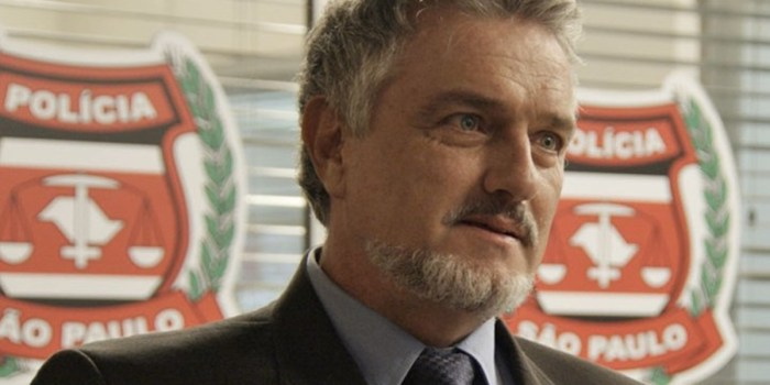 Guido (Werner Schünemann) se emociona ao reencontrar a filha em Haja Coração (Foto: Reprodução/TV Globo)