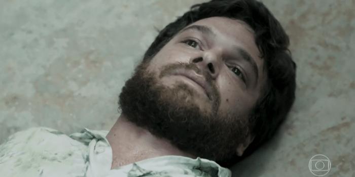 Rubinho (Emilio Dantas) morre após levar tiro de Sabiá (Jonathan Azevedo) em A Força do Querer (Foto: Reprodução/TV Globo)