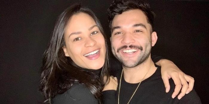 Carolina Santos e Jonathan Costa estão no elenco do Power Couple 2021 (Foto: Reprodução)