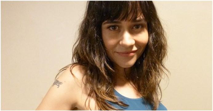 Alessandra Negrini compartilha foto antiga onde ela aparece completamente nua