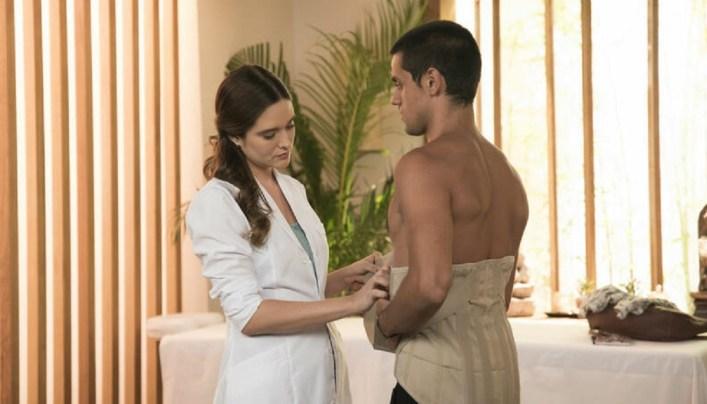 Luna e Téo na fisioterapia (Foto: Reprodução)