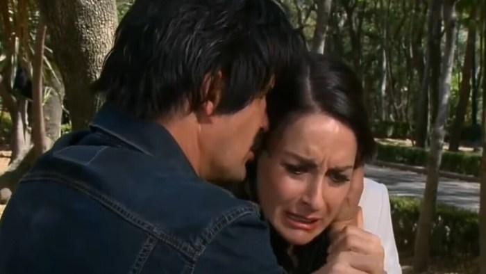 Beatriz e Leo em Amores Verdadeiros. (Foto: Divulgação)