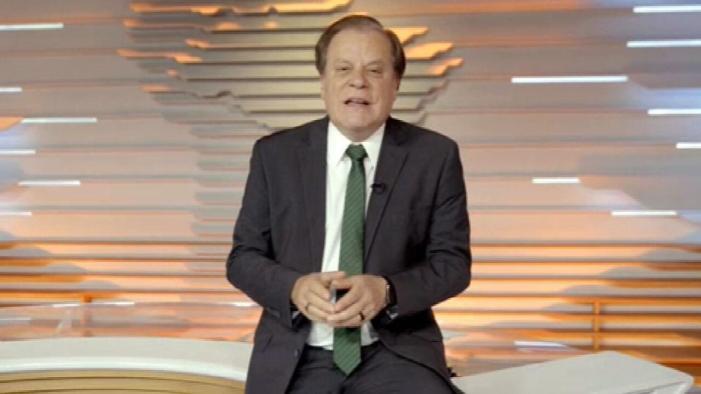 Âncora apresentando jornalístico (Foto: Reprodução)