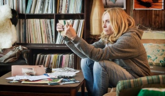 Toni Collette als rockjournalist Ellie Klug in Lucky Them