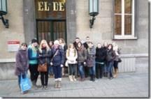 Pädagogik LK 13 vor dem EL-DE Haus
