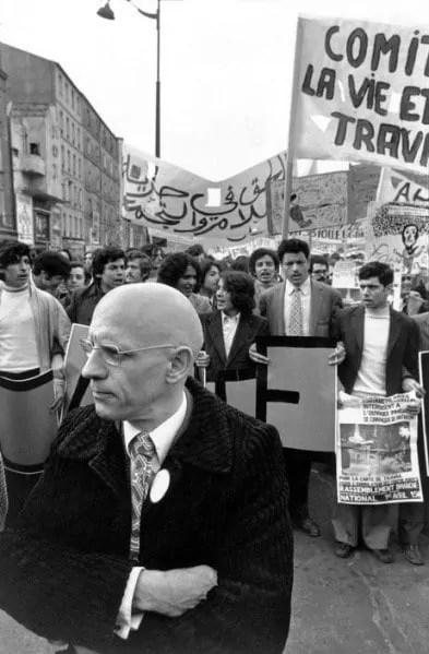 Michel Foucault an einer Demonstration zur Unterstützuung migrantischer Arbeiter, Paris 1973; Quelle: monoskop.org