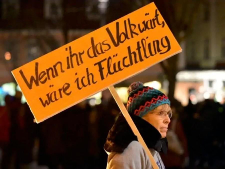 No-Pegida-Demonstration, Quelle: http://www.testspiel.de/neulich-bei-einer-no-pegida-demo-wenn-ihr-das-volk-waert-waer-ich-fluechtling/309984/