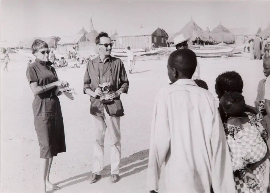 Goldy und Paul Parin in Mali, ca. 1960; Foto: Fritz Morgenthaler