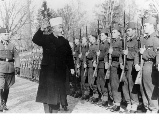 Datei:Bundesarchiv Bild 146-1978-070-04A, Amin al Husseini bei bosnischen SS-Freiwilligen.jpg