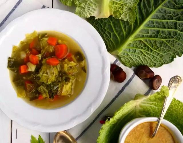 Winterliche Kohlsuppe mit Curry vegan