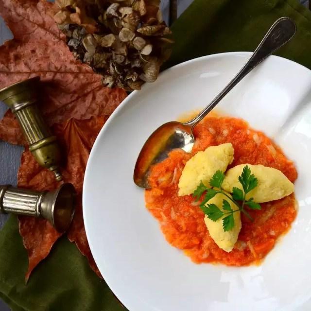 Karottenstampf mit Polentanocken