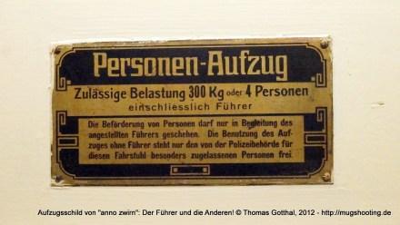 """Aufzugsschild von """"anno zwirn"""", Berlin-Schöneberg"""