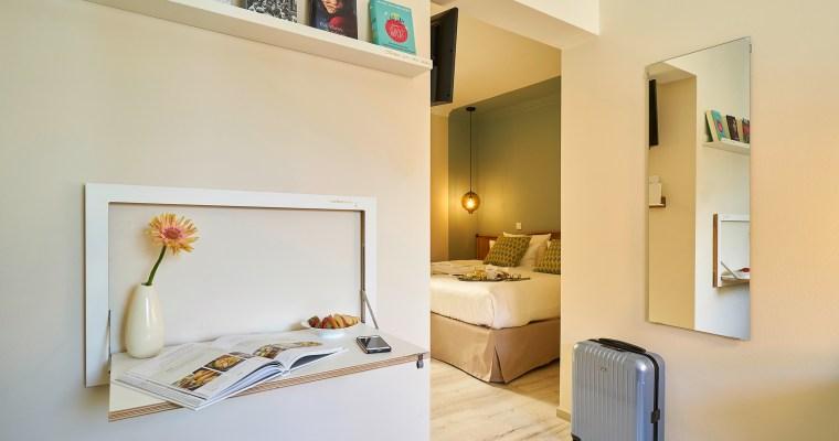 Design-Upgrade: Hotelzimmer stilvoll einrichten mit dem platzsparenden Fläpps System von AMBIVALENZ