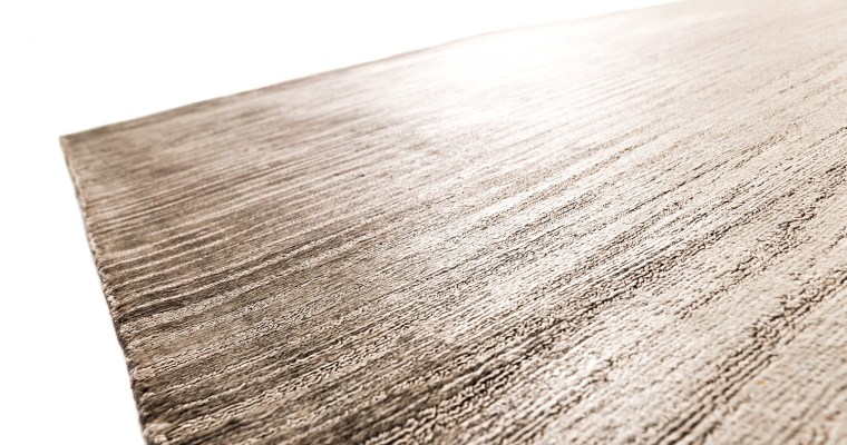 Glänzende Aussichten für Designliebhaber und Naturfans: Die neue Floorwear®-Kollektion von kymo entführt uns in die schillernde Welt der Metalle