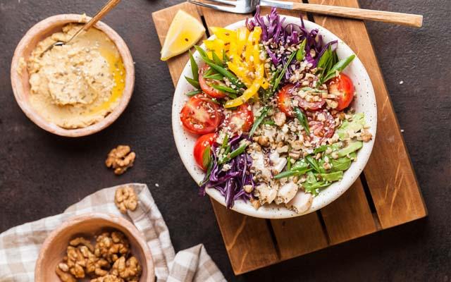 Bei der Low Carb Diät wird vor allem auf Kohlenhydrate verzichtet
