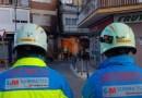 Dos bomberos heridos leves tras intervenir en un escape de gas en la calle Valdemoro