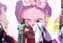 Decenas de getafenses participan en la restauración del mural feminista vandalizado