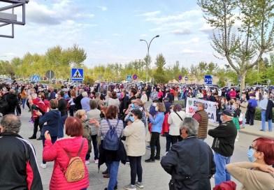 Los getafenses se concentran frente al Hospital para defender la sanidad pública