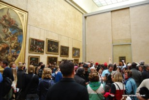 Trying to get a better view of the Mona Lisa