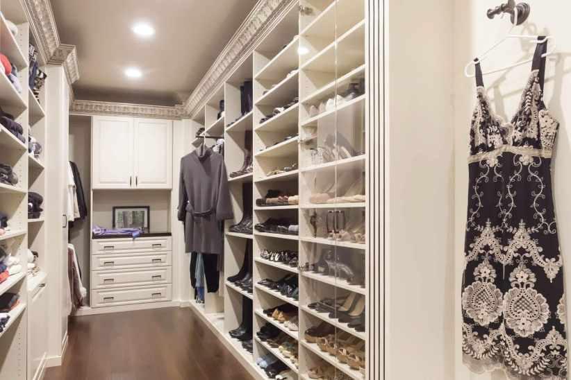 Awesome hanging closet organizer with drawers #walkinclosetdesign #closetorganization #bedroomcloset