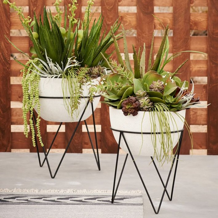 Incredible small plant stand #diyplantstandideas #plantstandideas #plantstand