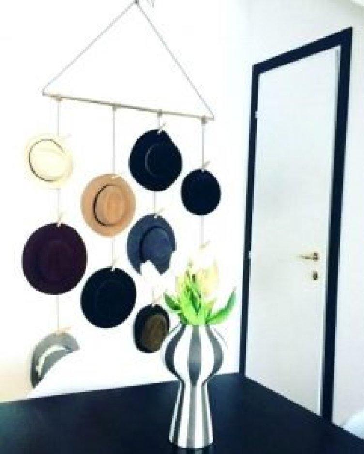 Breathtaking rustic hat rack ideas #diyhatrack #hatrackideas #caprack #hanginghatrack