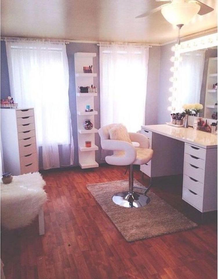 Phenomenal vanity set with mirror #makeuproomideas #makeupstorageideas #diymakeuporganizer