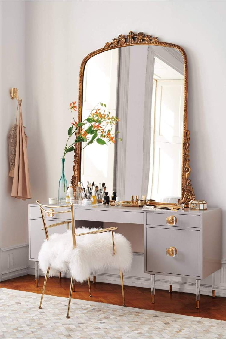 Amazing vanity table with mirror #makeuproomideas #makeupstorageideas #diymakeuporganizer