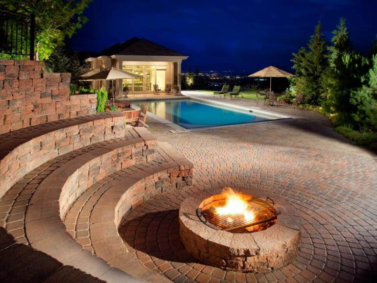 Cool elevated swimming pool design #swimmingpooldesign #pooldeckandpatiodesigns #smallbackyardpools