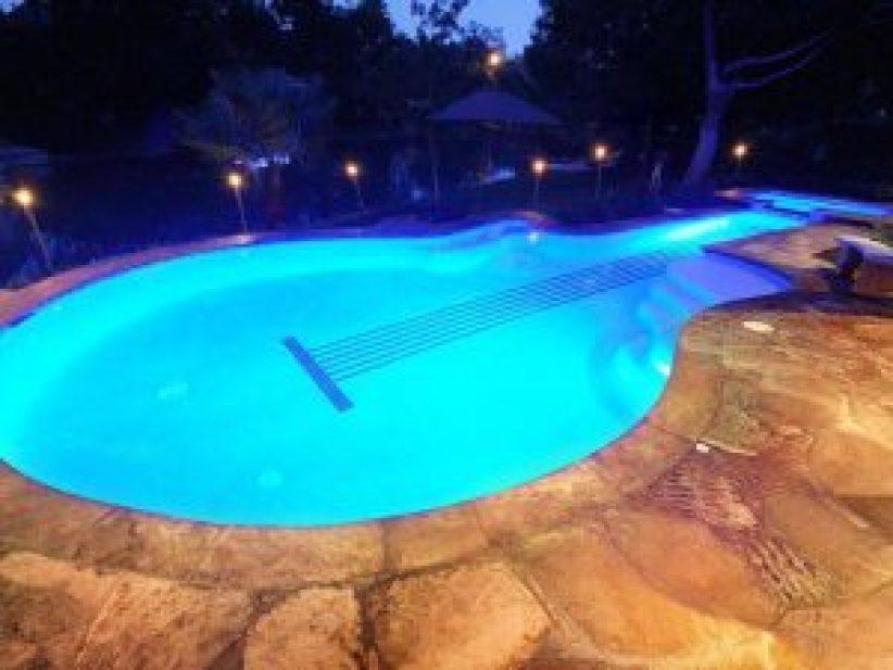 Beautiful rooftop swimming pool design #swimmingpooldesign #pooldeckandpatiodesigns #smallbackyardpools