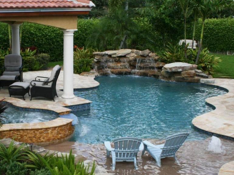 Colorful swimming pool landscape design ideas #swimmingpooldesign #pooldeckandpatiodesigns #smallbackyardpools