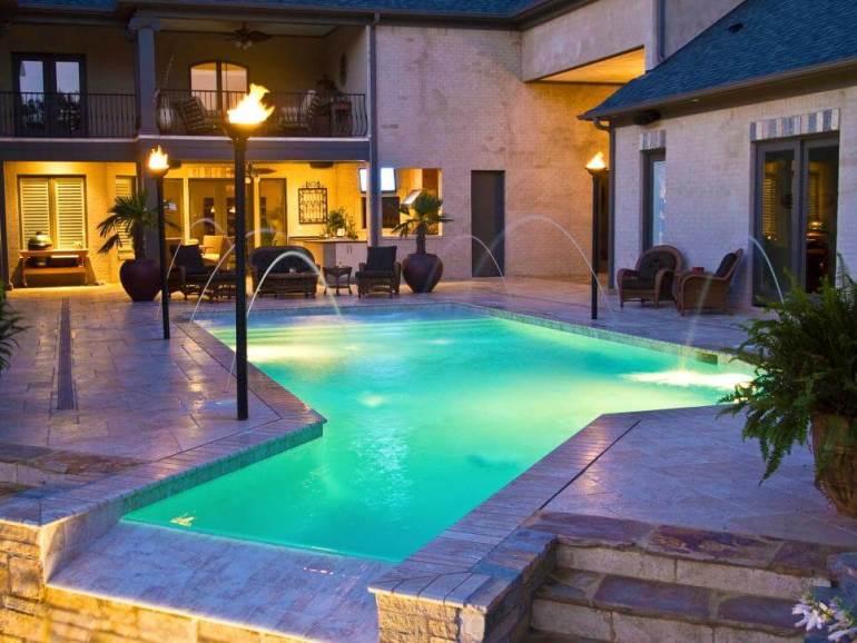 Lovely swimming pool deck design #swimmingpooldesign #pooldeckandpatiodesigns #smallbackyardpools
