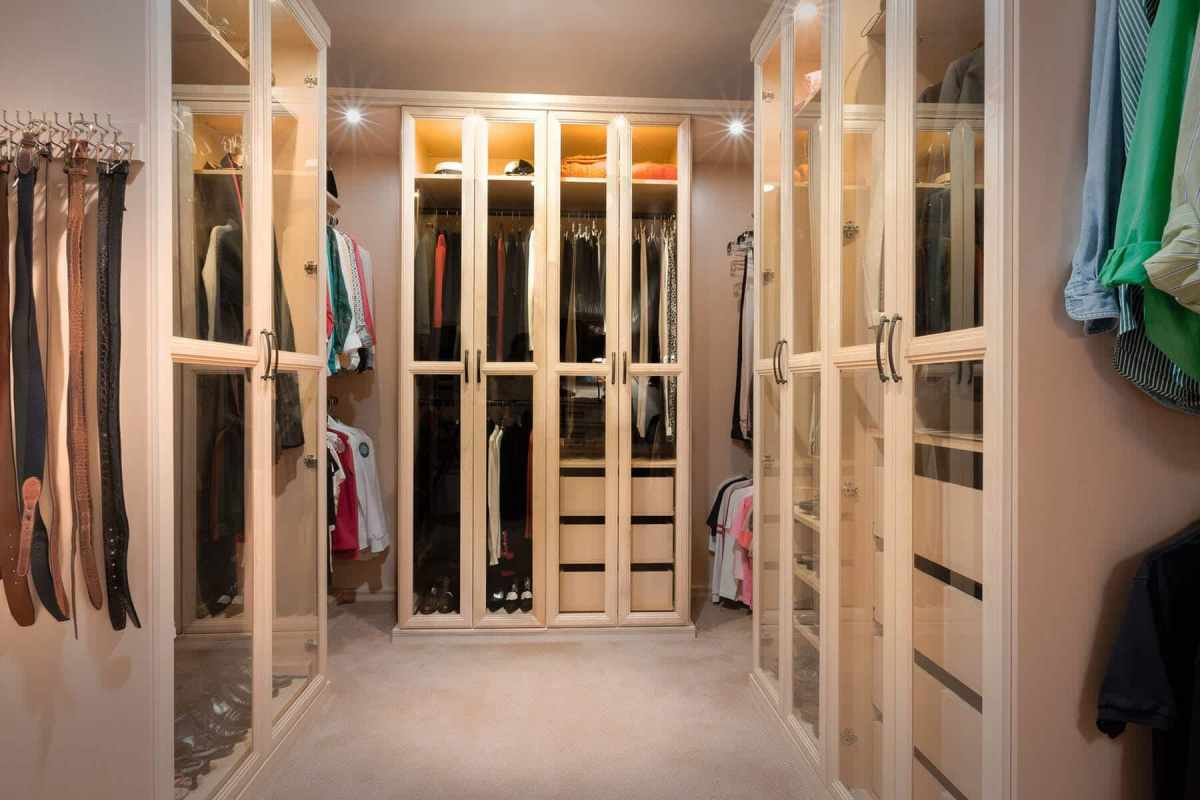70+ Elegant Walk In Closet Design Ideas for Your Home Improvement (Smart Organization)