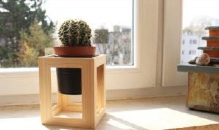 Striking tiered outdoor plant stand #diyplantstandideas #plantstandideas #plantstand