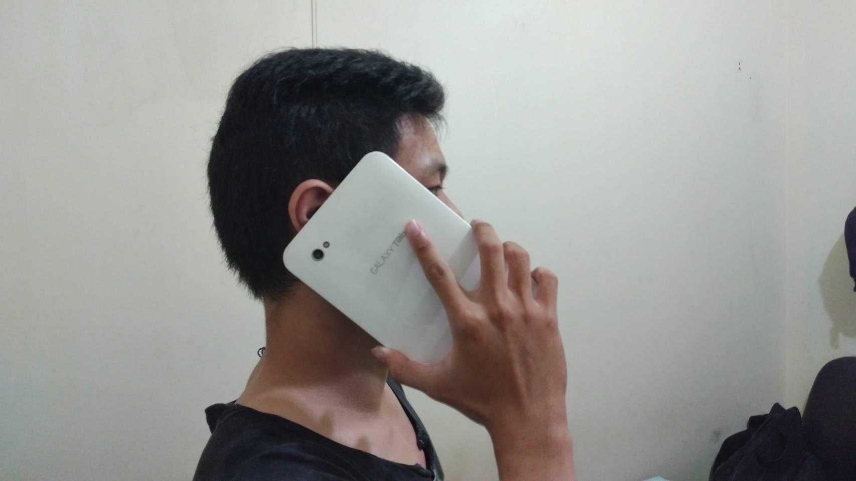 Tablet saat menerima telephone