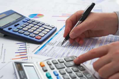 An image of an accountant making calculations