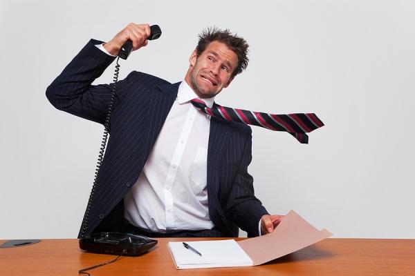 giao tiếp qua điện thoại la hét