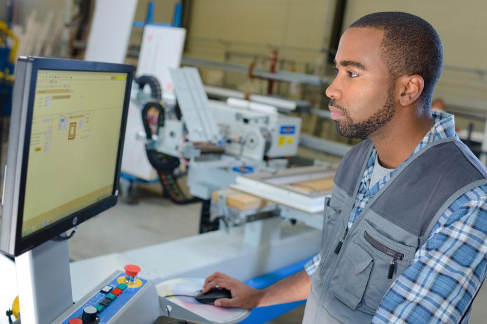 cnc machine monitoring operator image smart monitoring freepoint technologies