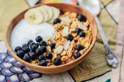 Nodding off after lunch? Here's how to beat the afternoon slump for good (including eating a healthy breakfast!).