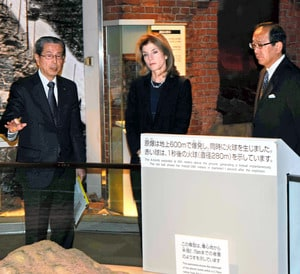 carloline kennedy at hiroshima peace museum