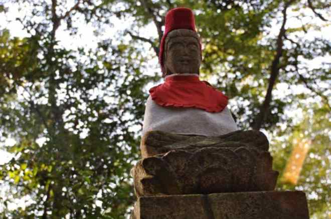 (23) Statue on rocks