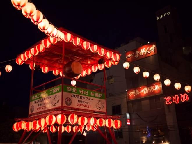 Lanterns in shintenchi at tokasan