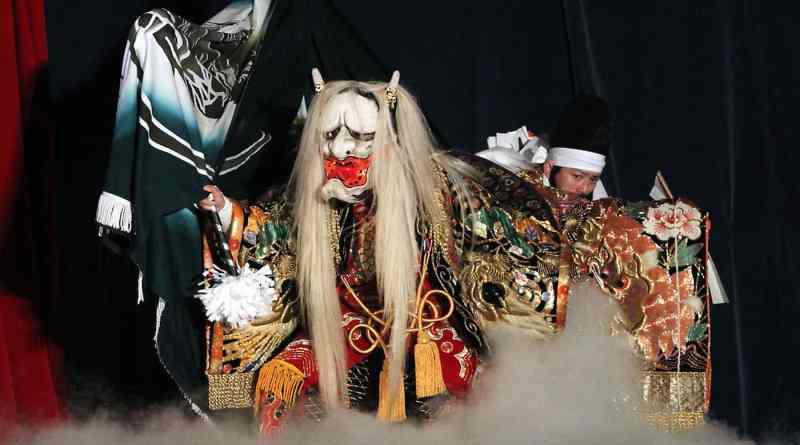 Jinrin performed by the Kawakita Kagura Troupe