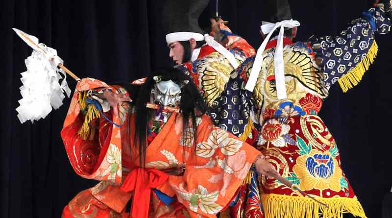 Takiyasha-hime performed by the Tenjin kagura troupe