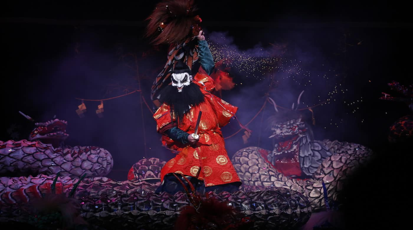 Yamata-no-orochi-performed-by-the-Asakita-Kagura-Troupe