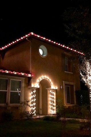 del-sur-christmas-lights-pillar