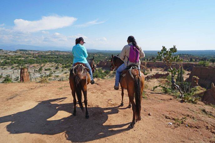 22 us on horses backs sm